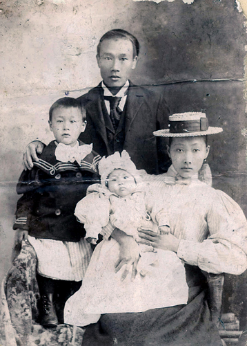 Chas Wm Sing 1898 Fam photo sm 1070_8787_13 8
