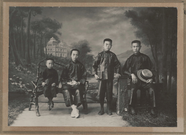 1924 Family Portrait of Lee Kim Hoy