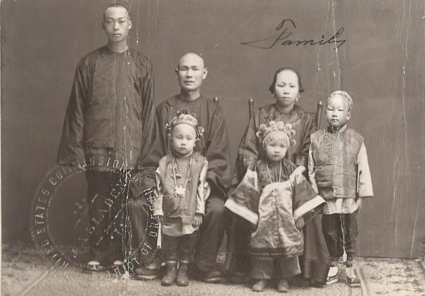 Portrait Wong Gai family