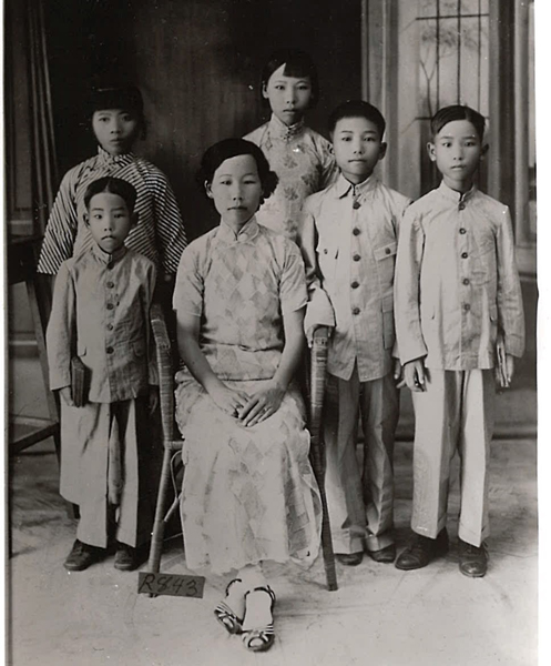Photo of Moy Mee Ting Family