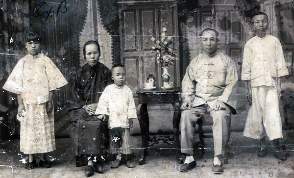 Lee Gang Bong Family Portrait